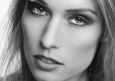 Portrait Fotoshooting, schwarzweiss I Heidi Debbah Maskenbildnerin und Visagistin