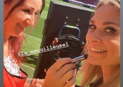 Touchup bei Sky-Sportmoderatorin Britta Hofmann im Fußballstadion I Heidi Debbah Maskenbildnerin und Visagistin