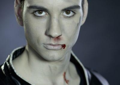 Shooting,mänliches Model, kleine blutige Wunden / Heidi Debbah Maskenbildnerin und Visagistin